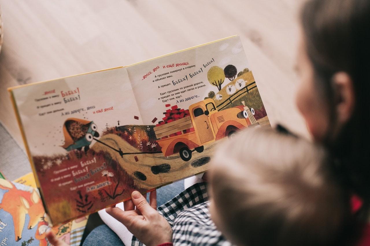 Cara Mengajari Anak Membaca yang Seharusnya Dilakukan Orang Tua