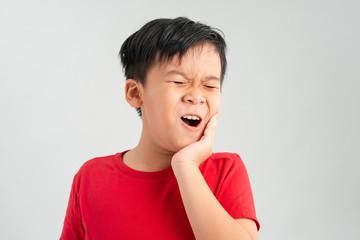 Mengenali Penyebab Karies Gigi pada Anak