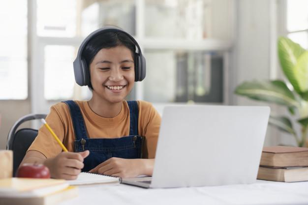 Tahun Ajaran Baru 2021-2022 akan Segera Tiba,  Latih Fokus Anak saat Belajar Online dengan Cara Ini