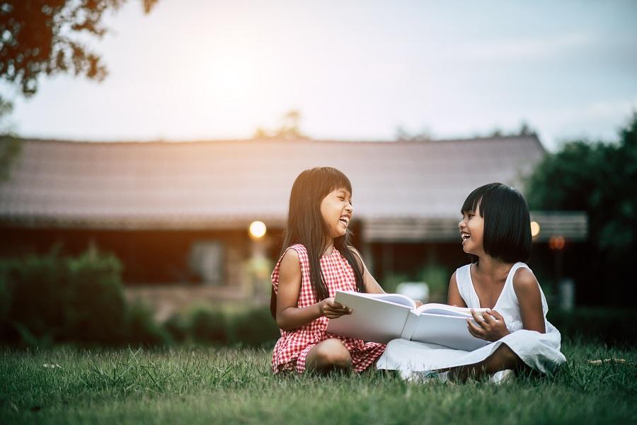 Melatih Anak untuk Berempati dan Mengelola Emosi dengan Membaca Buku